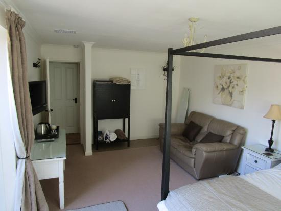 Applecroft Bed & Breakfast: view of living area