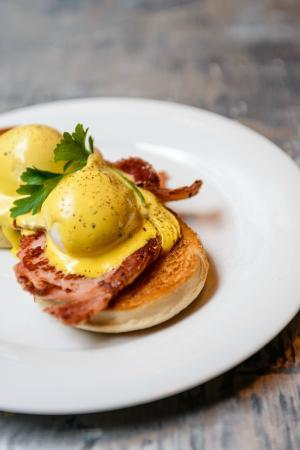 Juno Lounge: Lounge eggs