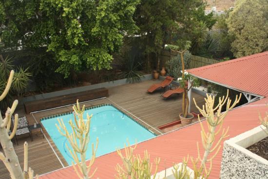 Vondelhof Guesthouse: View of the pool from the roof terrace.