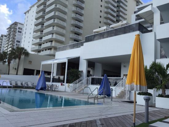 piscina externa picture of hilton cabana miami beach. Black Bedroom Furniture Sets. Home Design Ideas