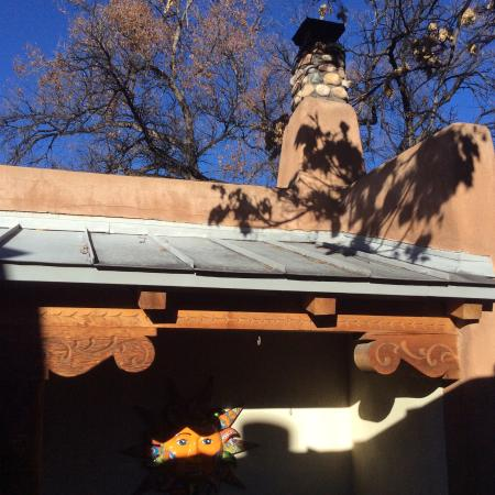 El Farolito B&B Inn: Adobe architecture and finishes