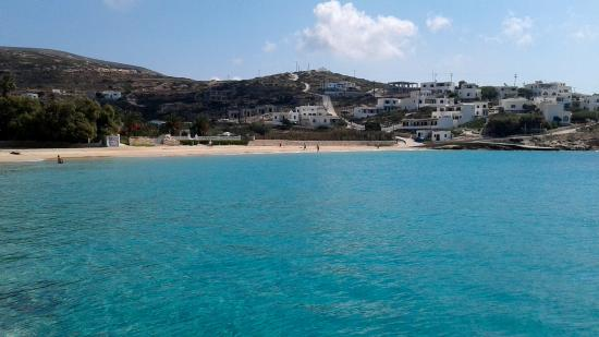 Donousa, Greece: Donoussa's sandy beacht located at the port and main town of Stavros.