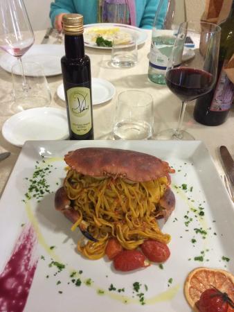 Marudo, Italy: Spaghetti alla chitarra NEL granchio e risotto cacao e pere williams aromatizzato alla grappa