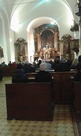 Brno, Tjekkiet: внутри церкви во время месса