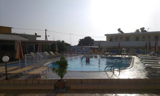 Villa Popi : pool