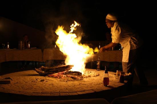 Mohlabetsi Safari Lodge: Flaming banana dessert