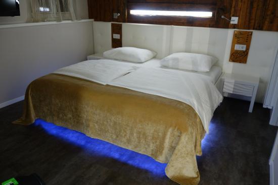 Il letto matrimoniale con sistema di illuminazione particolare
