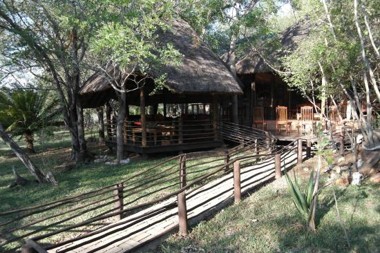 Toro Yaka Bush Lodge: een deel van de buitenruimte