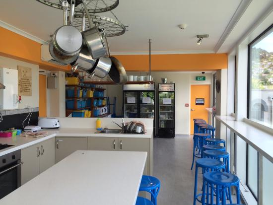 Absoloot Value Accommodation: Very well equip kitchen