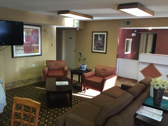 Travelers Inn and Suites Memphis: Hall