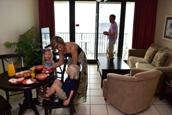 Phoenix All Suites Hotel: Living room