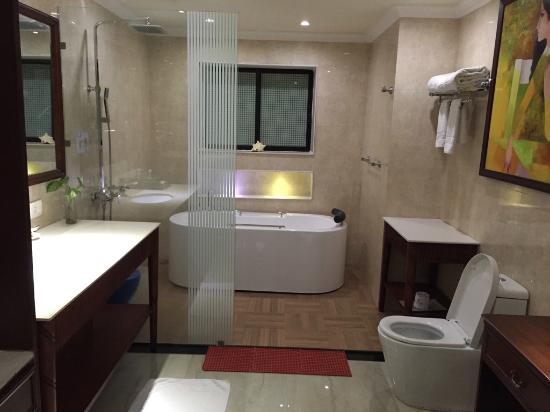 Mayfair Lagoon: Bathroom