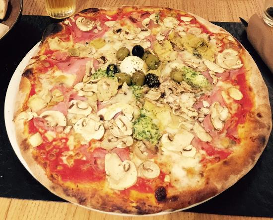 Blegny, Bélgica: Pizza 4 saisons + Gorgonzola