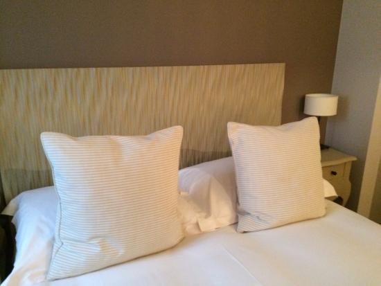 Hostellerie Le Petit Manoir: Bed