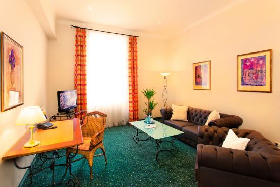 Favored Hotel Hansa: Suite (40 qm) Wohnraum