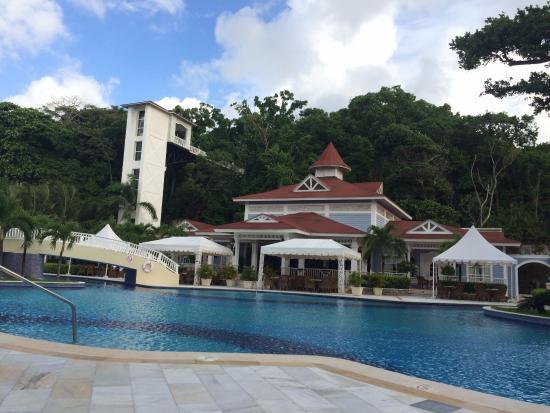 Hotel picture of luxury bahia principe cayo levantado for Hotel luxury cayo levantado