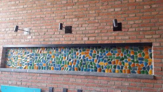 Brickyard Retreat at Mutianyu Great Wall: Colorful art