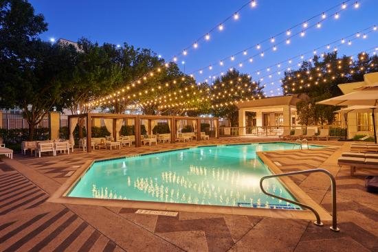 Doubletree by Hilton Dallas Market Center : Pool - Night Time View