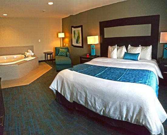 Maplewood Suites Extended Stay Syracuse Airport Jacuzzi Suite