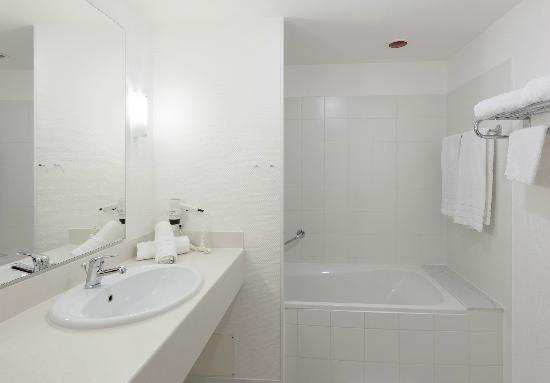 badezimmer juniorsuite fotograf a de tryp kongresshotel. Black Bedroom Furniture Sets. Home Design Ideas