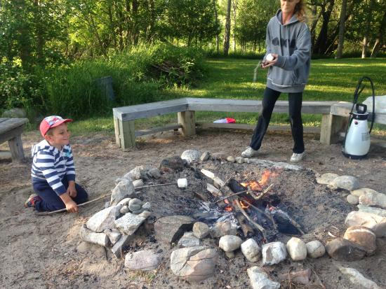 Tyrolean Village Resort at Blue Mountain : every thursday a bonfire at the beach