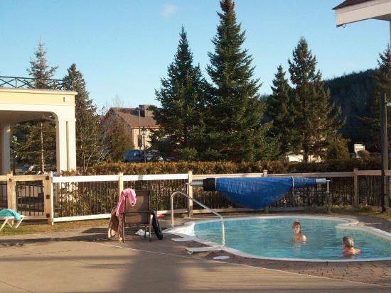 Comfort Inn & Suites: 4 season outdoor hotub