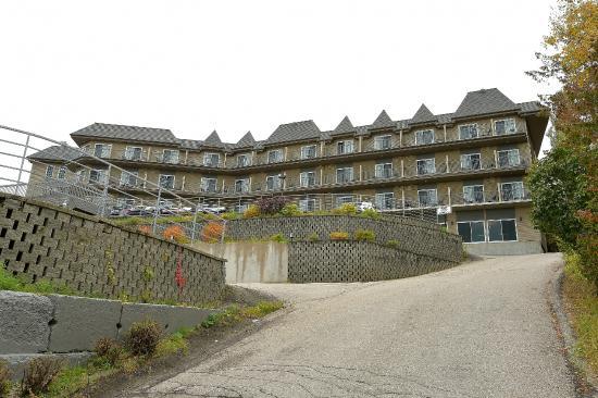 Hotel Pavillons Le Petit Manoir du Casino : Balcon avec vue sur le Fleuve