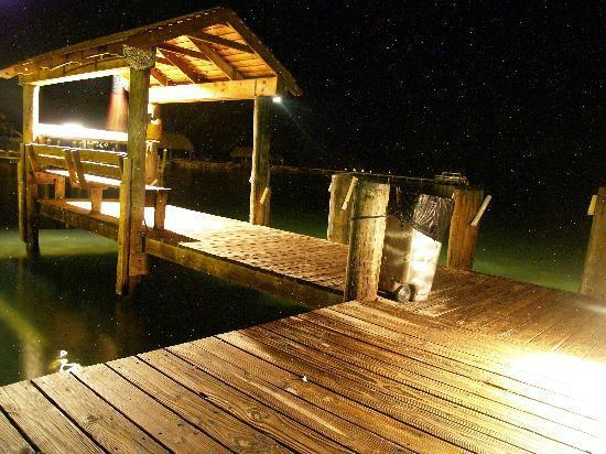 Stone Ledge Paradise Inn Motel: Our dock at night