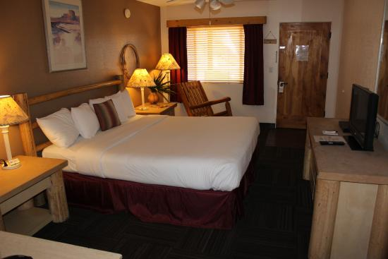 Fort Verde Suites: Plush King beds