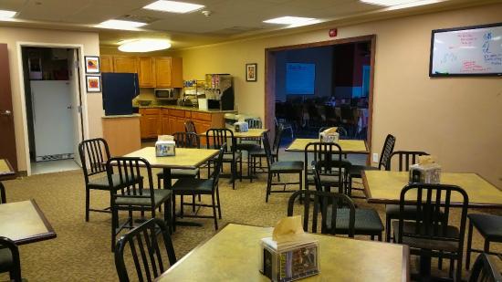 A Riverside Inn Hotel: Breakfast Room