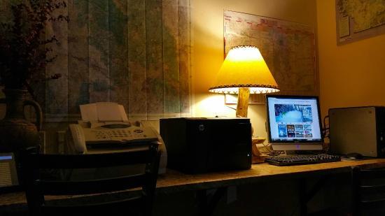 A Riverside Inn Hotel: Business Center