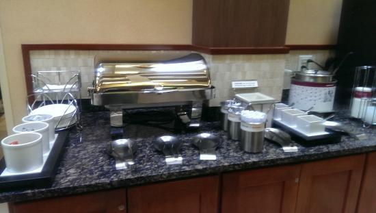 Hampton Inn Denver - Southwest/Lakewood : Complementary Breakfast