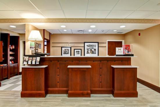 Hampton Inn & Suites by Hilton - Guelph: Hotel Lobby