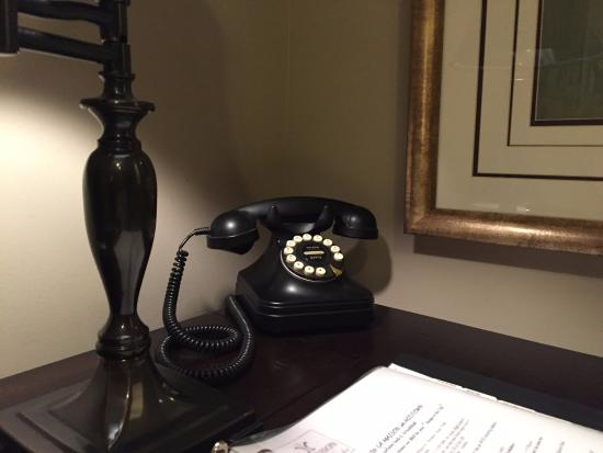 La Maison in Midtown, an urban bed and breakfast: Classy (working) Telephone