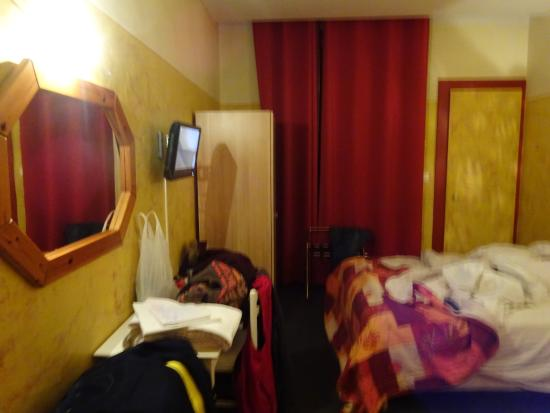 Hotel d'Azur : part of the room.