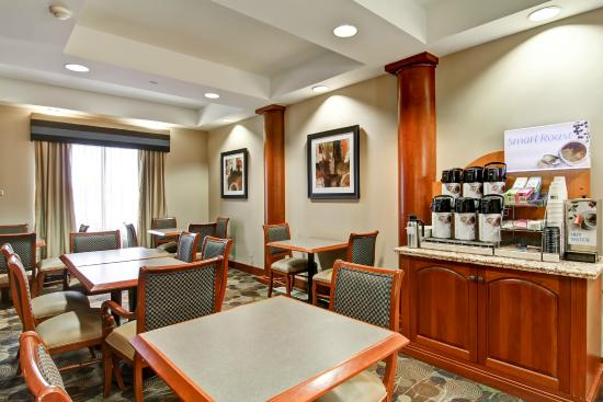 Holiday Inn Express & Suites - Guelph: Great Room