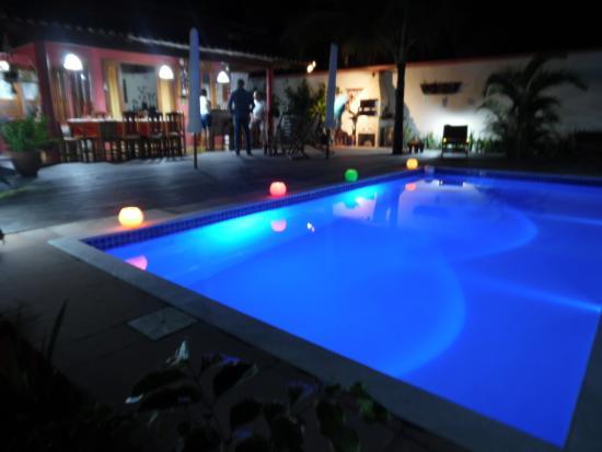 piscine clair e pour bain de nuit picture of villa das cegonhas arraial d 39 ajuda tripadvisor. Black Bedroom Furniture Sets. Home Design Ideas