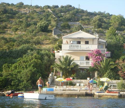 Rogoznica, Croacia: beachfront villa picture