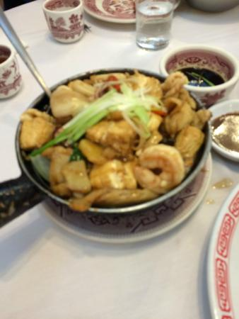 Hop Lee: Seafood clay pot with tofu