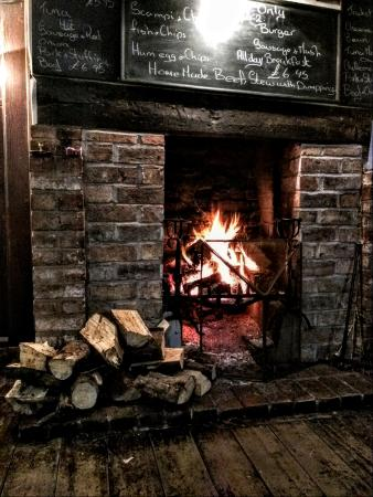 Huntley, UK: Fireplace at the Red Lion