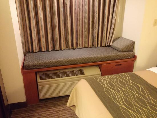 Comfort Inn & Suites Airport Dulles-Gateway: AC / Heat Unit and comfortable window seat