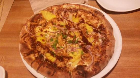 Hawaiian BBQ Chicken - Picture of California Pizza Kitchen Center of ...
