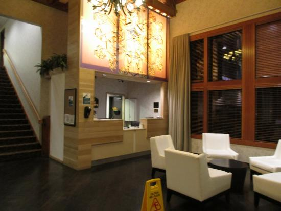 BEST WESTERN Mt. Hood Inn: Front desk in lobby