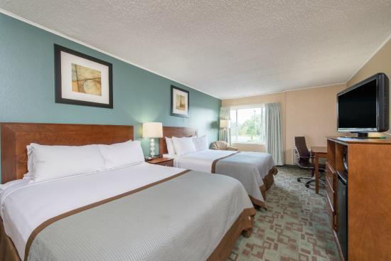 Vineland, Нью-Джерси: Two queen beds guest room