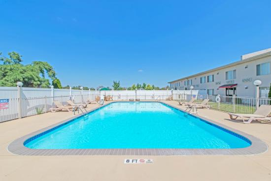 Ramada Vineland Millville Area : Seasonal Pool