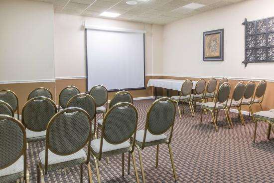 Ramada Vineland Millville Area: Omni Room