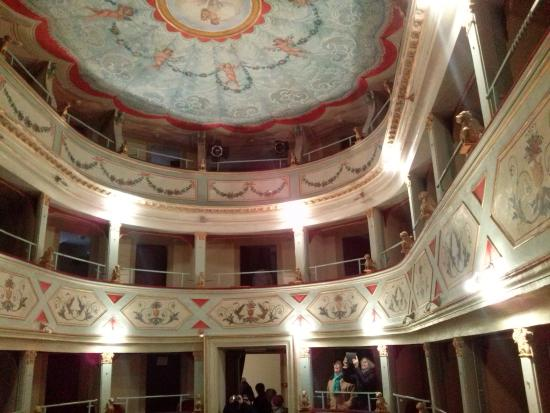 Mondavio, Italy: palchi e velario