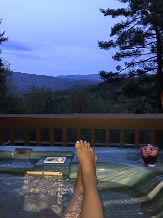 Wilderness View Cabins: Watching the Sun go down from the Hot tub