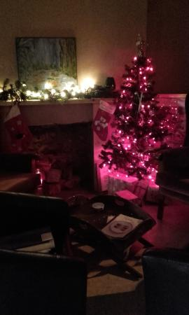 Strawberry Fields Food Emporium: Cosy by the fireplace