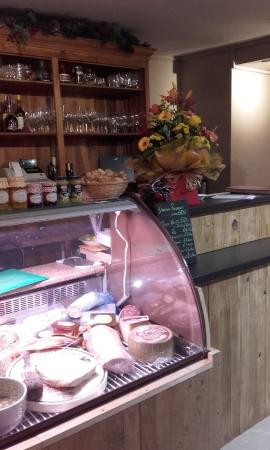 Strawberry Fields Food Emporium: New bar and cold counter